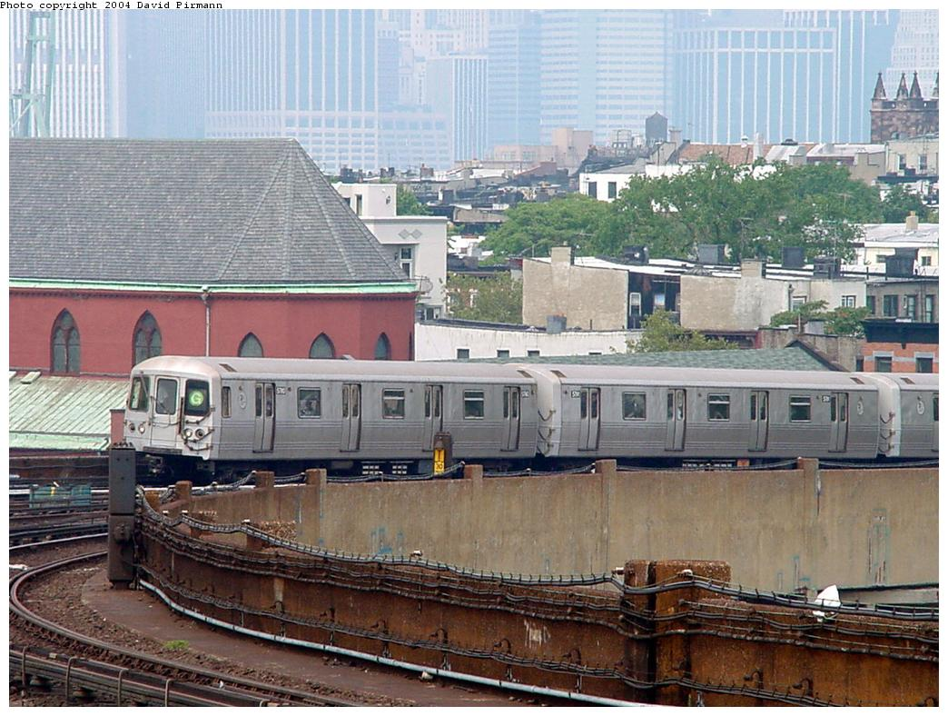 (161k, 1044x788)<br><b>Country:</b> United States<br><b>City:</b> New York<br><b>System:</b> New York City Transit<br><b>Line:</b> IND Crosstown Line<br><b>Location:</b> Smith/9th Street <br><b>Route:</b> G<br><b>Car:</b> R-46 (Pullman-Standard, 1974-75)  <br><b>Photo by:</b> David Pirmann<br><b>Date:</b> 8/27/2000<br><b>Viewed (this week/total):</b> 0 / 5259