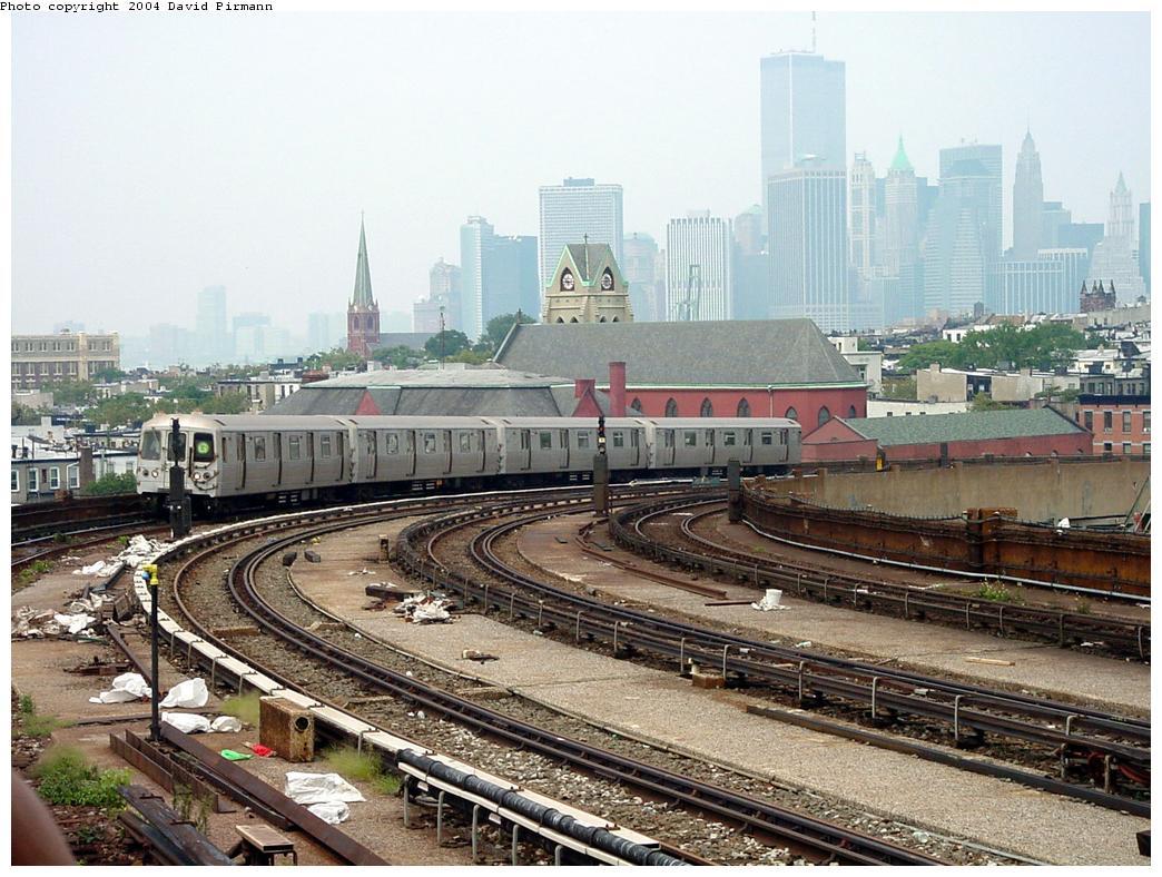 (160k, 1044x788)<br><b>Country:</b> United States<br><b>City:</b> New York<br><b>System:</b> New York City Transit<br><b>Line:</b> IND Crosstown Line<br><b>Location:</b> Smith/9th Street <br><b>Route:</b> G<br><b>Car:</b> R-46 (Pullman-Standard, 1974-75)  <br><b>Photo by:</b> David Pirmann<br><b>Date:</b> 8/27/2000<br><b>Viewed (this week/total):</b> 5 / 6033