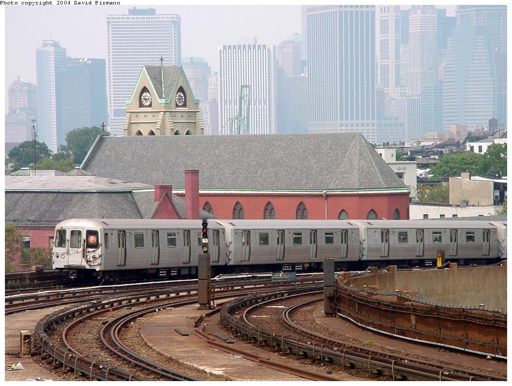 (166k, 1044x788)<br><b>Country:</b> United States<br><b>City:</b> New York<br><b>System:</b> New York City Transit<br><b>Line:</b> IND Crosstown Line<br><b>Location:</b> Smith/9th Street <br><b>Route:</b> F<br><b>Car:</b> R-46 (Pullman-Standard, 1974-75)  <br><b>Photo by:</b> David Pirmann<br><b>Date:</b> 8/27/2000<br><b>Viewed (this week/total):</b> 0 / 4940