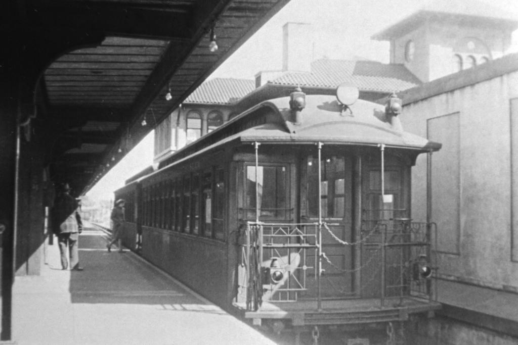 (224k, 1044x714)<br><b>Country:</b> United States<br><b>City:</b> New York<br><b>System:</b> New York City Transit<br><b>Line:</b> IRT White Plains Road Line<br><b>Location:</b> East 180th Street <br><b>Collection of:</b> David Pirmann<br><b>Viewed (this week/total):</b> 0 / 1839