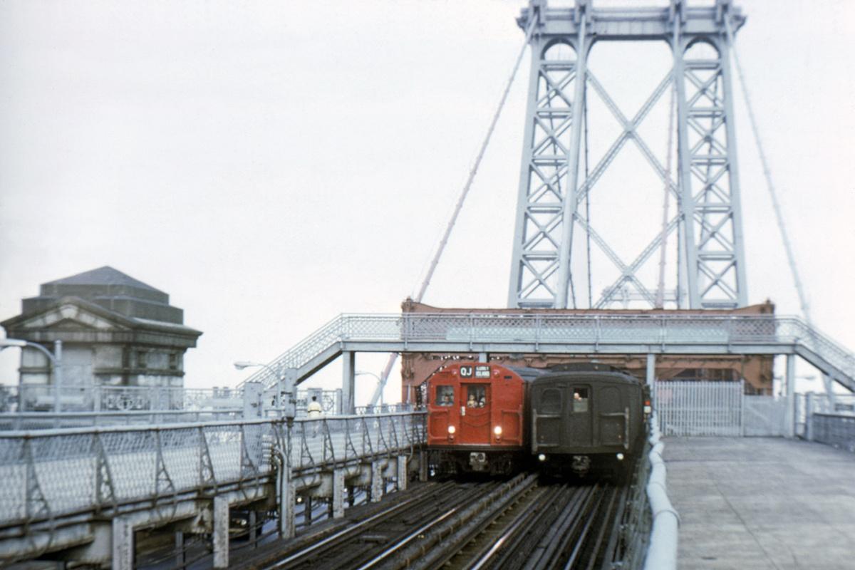 (342k, 1044x705)<br><b>Country:</b> United States<br><b>City:</b> New York<br><b>System:</b> New York City Transit<br><b>Line:</b> BMT Nassau Street/Jamaica Line<br><b>Location:</b> Williamsburg Bridge<br><b>Route:</b> QJ<br><b>Car:</b> R-27/R-30 Series (Number Unknown)  <br><b>Collection of:</b> David Pirmann<br><b>Viewed (this week/total):</b> 0 / 4477