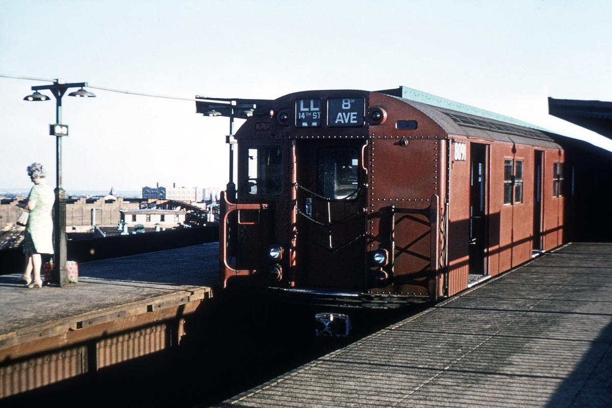 (398k, 1044x721)<br><b>Country:</b> United States<br><b>City:</b> New York<br><b>System:</b> New York City Transit<br><b>Line:</b> BMT Canarsie Line<br><b>Location:</b> Broadway Junction <br><b>Route:</b> LL<br><b>Car:</b> R-27 (St. Louis, 1960)  8091 <br><b>Collection of:</b> David Pirmann<br><b>Viewed (this week/total):</b> 0 / 4349