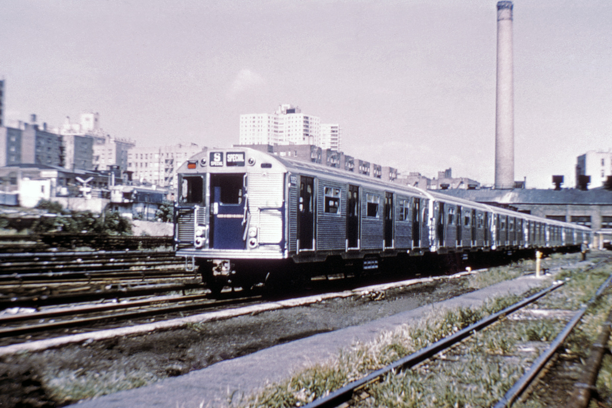 (402k, 1044x709)<br><b>Country:</b> United States<br><b>System:</b> New York City Transit<br><b>Location:</b> Mott Haven Yard <br><b>Car:</b> R-32 (Budd, 1964)  3352 <br><b>Collection of:</b> David Pirmann<br><b>Date:</b> 9/9/1964<br><b>Viewed (this week/total):</b> 3 / 4108