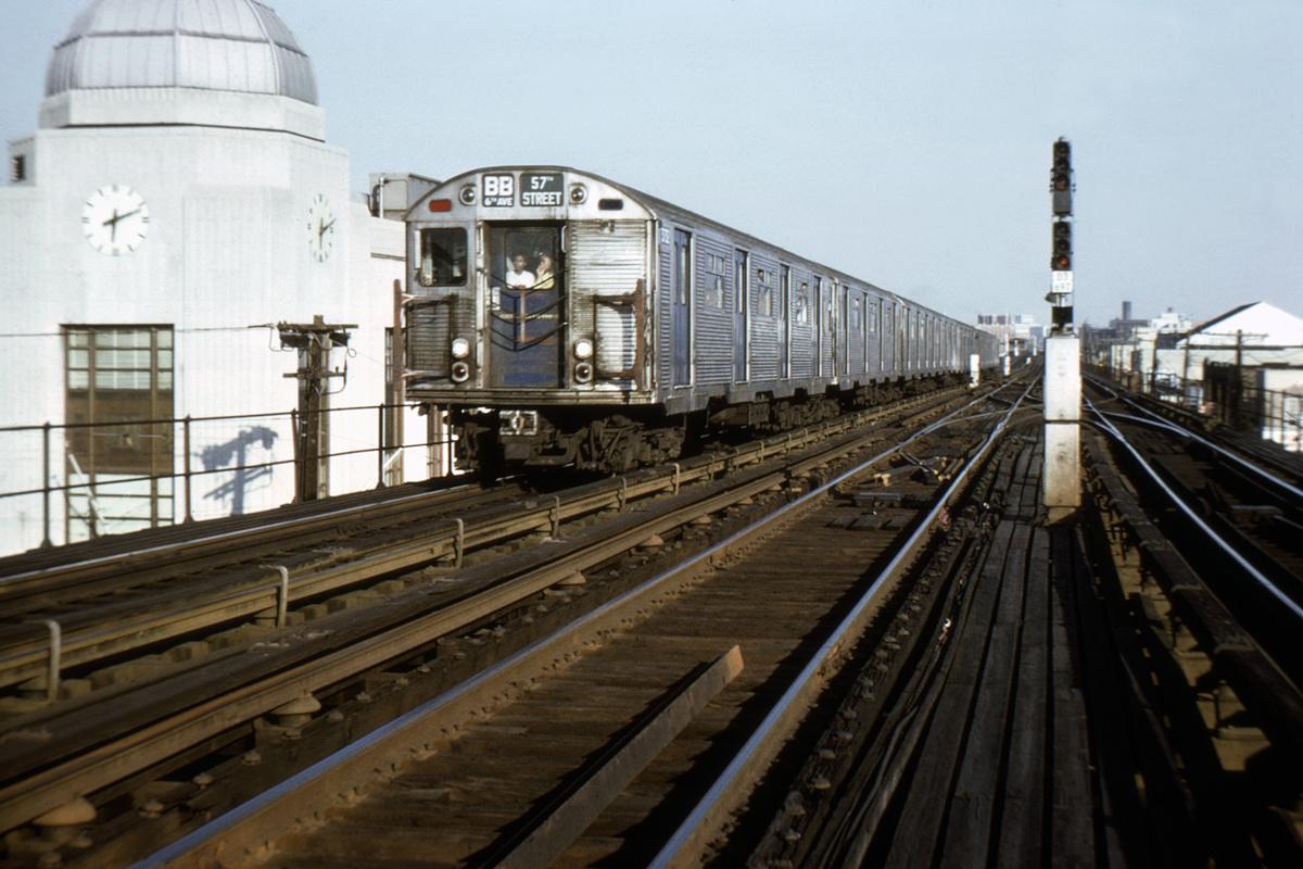 (381k, 1024x683)<br><b>Country:</b> United States<br><b>City:</b> New York<br><b>System:</b> New York City Transit<br><b>Line:</b> BMT West End Line<br><b>Location:</b> Bay Parkway <br><b>Route:</b> BB<br><b>Car:</b> R-32 (Budd, 1964)   <br><b>Collection of:</b> David Pirmann<br><b>Notes:</b> Between 25th Ave and Bay Pkwy<br><b>Viewed (this week/total):</b> 0 / 6354
