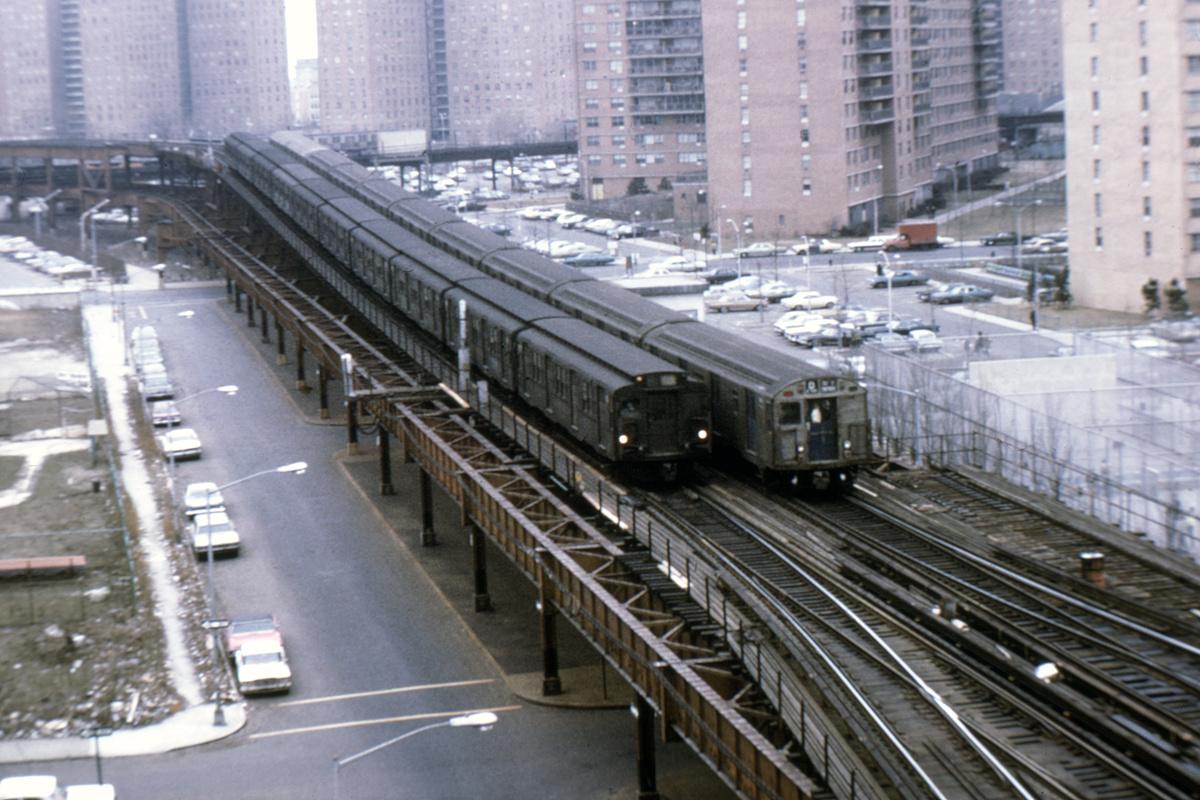 (416k, 1044x710)<br><b>Country:</b> United States<br><b>City:</b> New York<br><b>System:</b> New York City Transit<br><b>Line:</b> BMT Brighton Line<br><b>Location:</b> Ocean Parkway <br><b>Car:</b> R-1/R-9 Series   <br><b>Collection of:</b> David Pirmann<br><b>Viewed (this week/total):</b> 0 / 5864
