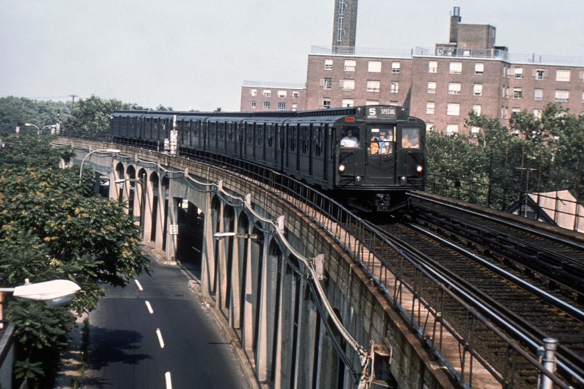 (486k, 1024x683)<br><b>Country:</b> United States<br><b>City:</b> New York<br><b>System:</b> New York City Transit<br><b>Line:</b> IND Rockaway<br><b>Location:</b> Beach 90th Street/Holland <br><b>Route:</b> Fan Trip<br><b>Car:</b> R-1/R-9 Series   <br><b>Collection of:</b> David Pirmann<br><b>Notes:</b> Just leaving Hammels Wye entering B. 90th<br><b>Viewed (this week/total):</b> 1 / 5891