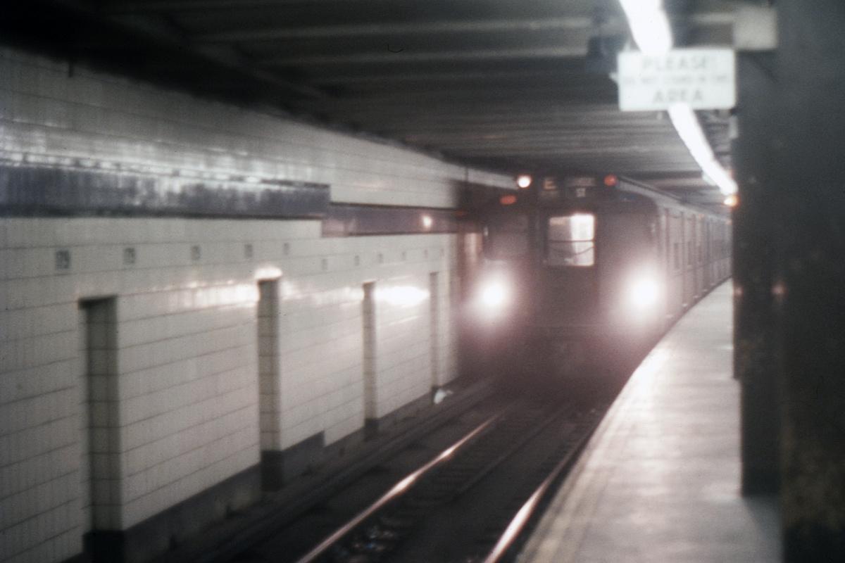 (293k, 1024x682)<br><b>Country:</b> United States<br><b>City:</b> New York<br><b>System:</b> New York City Transit<br><b>Line:</b> IND Queens Boulevard Line<br><b>Location:</b> 179th Street <br><b>Route:</b> E<br><b>Car:</b> R-1/R-9 Series   <br><b>Collection of:</b> David Pirmann<br><b>Date:</b> 5/1968<br><b>Viewed (this week/total):</b> 3 / 4517