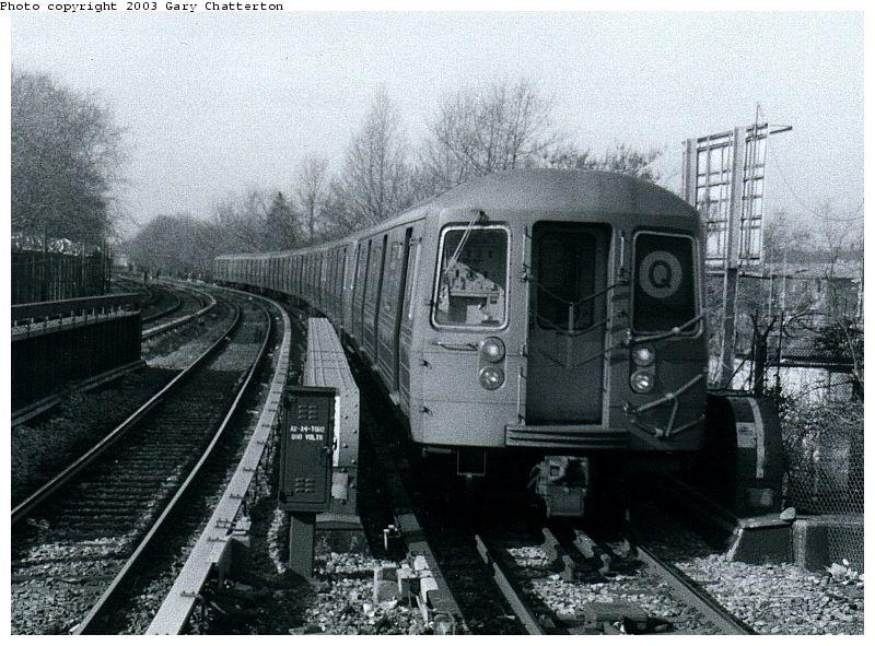 (112k, 800x591)<br><b>Country:</b> United States<br><b>City:</b> New York<br><b>System:</b> New York City Transit<br><b>Line:</b> BMT Brighton Line<br><b>Location:</b> Sheepshead Bay <br><b>Route:</b> Q<br><b>Car:</b> R-68 (Westinghouse-Amrail, 1986-1988)  2816 <br><b>Photo by:</b> Gary Chatterton<br><b>Date:</b> 3/25/2003<br><b>Viewed (this week/total):</b> 3 / 3785