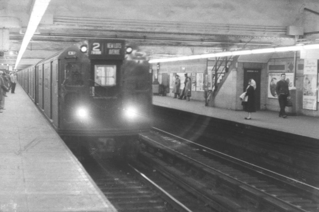 (280k, 1044x710)<br><b>Country:</b> United States<br><b>City:</b> New York<br><b>System:</b> New York City Transit<br><b>Line:</b> IRT White Plains Road Line<br><b>Location:</b> 149th Street/Grand Concourse (Mott Avenue) <br><b>Car:</b> R-21/R-22 Series (Number Unknown)  <br><b>Collection of:</b> David Pirmann<br><b>Viewed (this week/total):</b> 2 / 8108
