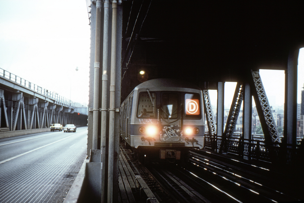 (342k, 1044x693)<br><b>Country:</b> United States<br><b>City:</b> New York<br><b>System:</b> New York City Transit<br><b>Location:</b> Manhattan Bridge<br><b>Route:</b> D<br><b>Car:</b> R-44 (St. Louis, 1971-73)  <br><b>Collection of:</b> David Pirmann<br><b>Viewed (this week/total):</b> 0 / 8861