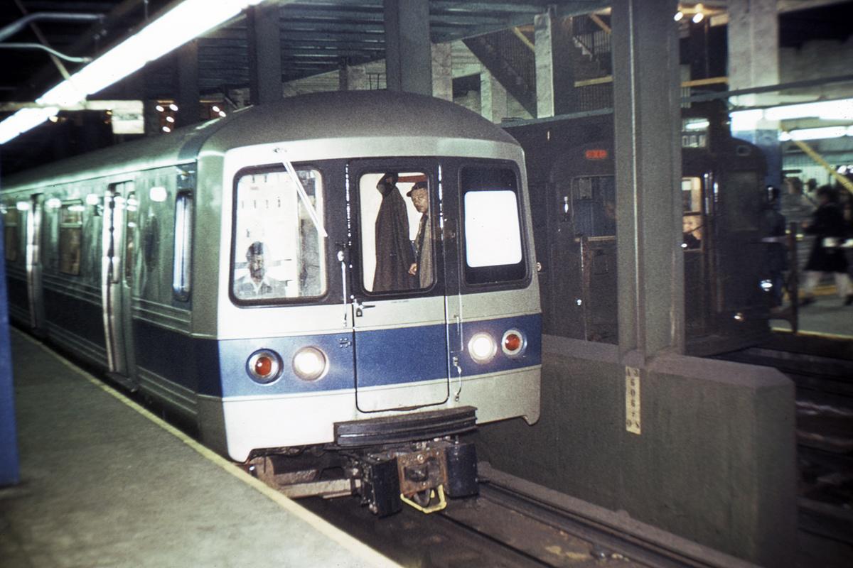 (380k, 1044x712)<br><b>Country:</b> United States<br><b>City:</b> New York<br><b>System:</b> New York City Transit<br><b>Line:</b> IND 6th Avenue Line<br><b>Location:</b> 34th Street/Herald Square <br><b>Car:</b> R-44 (St. Louis, 1971-73)  <br><b>Collection of:</b> David Pirmann<br><b>Date:</b> 1974<br><b>Viewed (this week/total):</b> 2 / 6209