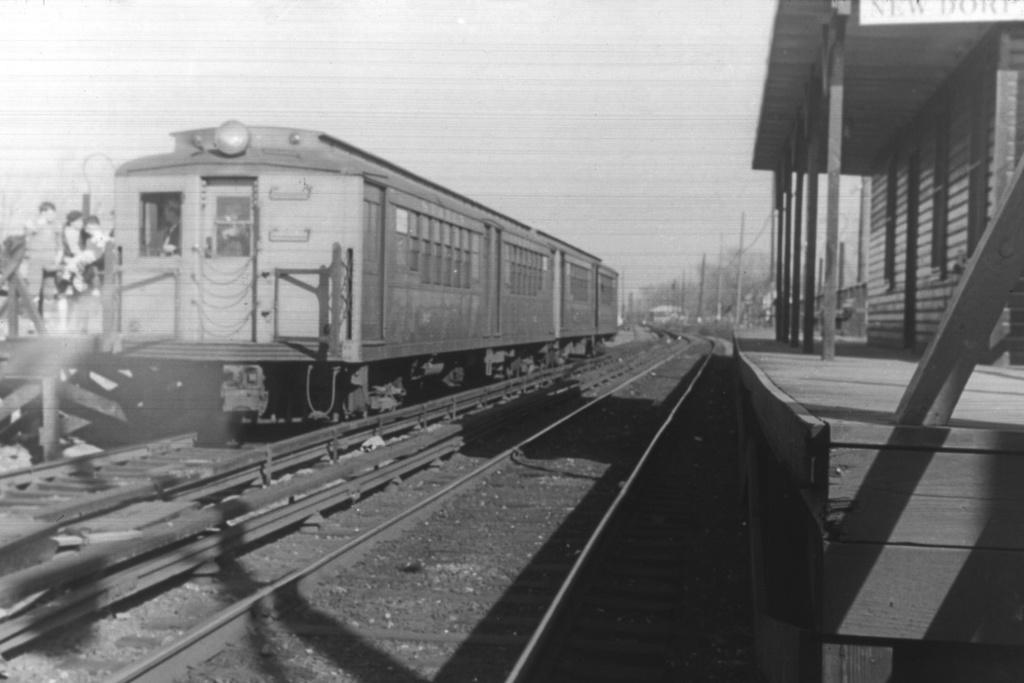 (280k, 1044x714)<br><b>Country:</b> United States<br><b>City:</b> New York<br><b>System:</b> New York City Transit<br><b>Line:</b> SIRT<br><b>Location:</b> New Dorp <br><b>Car:</b> SIRT  <br><b>Collection of:</b> David Pirmann<br><b>Viewed (this week/total):</b> 0 / 4477