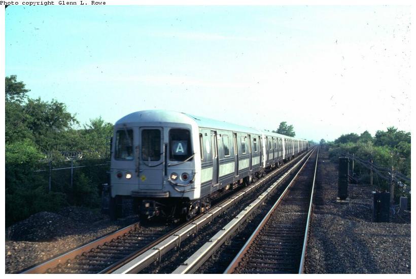 (64k, 820x551)<br><b>Country:</b> United States<br><b>City:</b> New York<br><b>System:</b> New York City Transit<br><b>Line:</b> IND Rockaway<br><b>Location:</b> Broad Channel <br><b>Car:</b> R-44 (St. Louis, 1971-73) 5436 <br><b>Photo by:</b> Glenn L. Rowe<br><b>Date:</b> 6/1999<br><b>Viewed (this week/total):</b> 1 / 3922