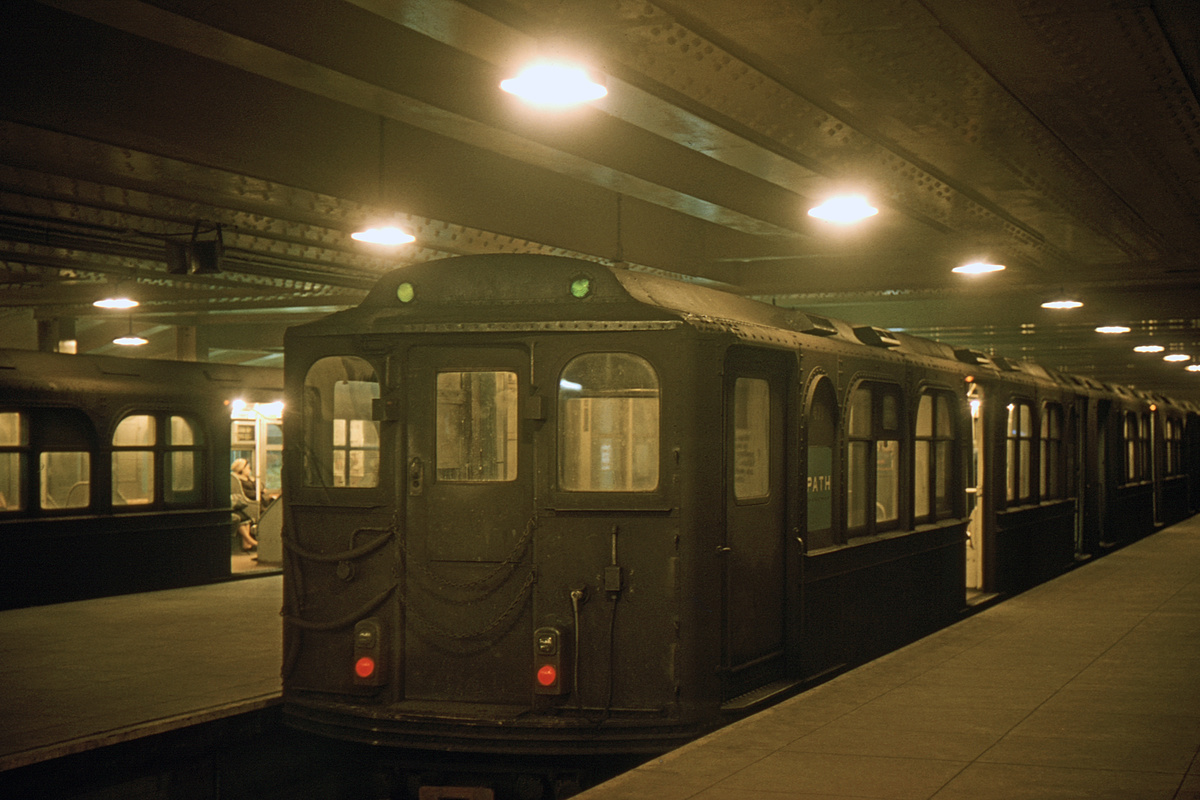 (248k, 1024x682)<br><b>Country:</b> United States<br><b>City:</b> New York<br><b>System:</b> PATH<br><b>Location:</b> 33rd Street <br><b>Car:</b> H&M 476 <br><b>Collection of:</b> David Pirmann<br><b>Date:</b> 2/14/1965<br><b>Viewed (this week/total):</b> 0 / 4740