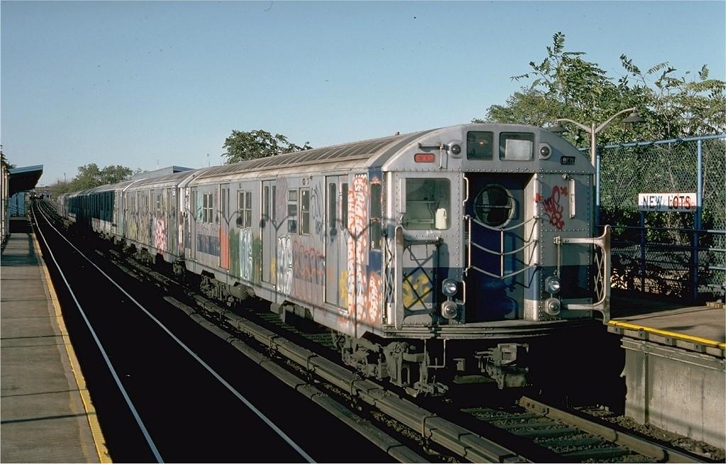 (203k, 1024x655)<br><b>Country:</b> United States<br><b>City:</b> New York<br><b>System:</b> New York City Transit<br><b>Line:</b> BMT Canarsie Line<br><b>Location:</b> New Lots Avenue <br><b>Route:</b> LL<br><b>Car:</b> R-16 (American Car & Foundry, 1955) 6492 <br><b>Photo by:</b> Ed McKernan<br><b>Collection of:</b> Joe Testagrose<br><b>Date:</b> 10/18/1976<br><b>Viewed (this week/total):</b> 14 / 3900