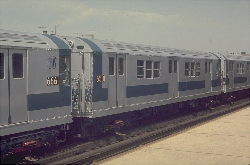 (160k, 1024x674)<br><b>Country:</b> United States<br><b>City:</b> New York<br><b>System:</b> New York City Transit<br><b>Line:</b> IRT White Plains Road Line<br><b>Location:</b> 225th Street <br><b>Car:</b> R-17 (St. Louis, 1955-56) 6501 <br><b>Photo by:</b> Joe Testagrose<br><b>Date:</b> 4/26/1970<br><b>Viewed (this week/total):</b> 3 / 3506