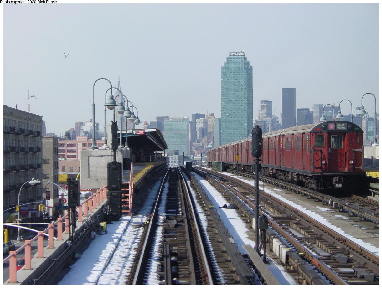 (80k, 820x620)<br><b>Country:</b> United States<br><b>City:</b> New York<br><b>System:</b> New York City Transit<br><b>Line:</b> IRT Flushing Line<br><b>Location:</b> 40th Street/Lowery Street <br><b>Route:</b> 7<br><b>Photo by:</b> Richard Panse<br><b>Date:</b> 2/12/2003<br><b>Viewed (this week/total):</b> 1 / 4010
