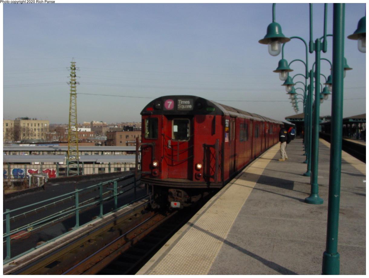 (62k, 820x620)<br><b>Country:</b> United States<br><b>City:</b> New York<br><b>System:</b> New York City Transit<br><b>Line:</b> IRT Flushing Line<br><b>Location:</b> 61st Street/Woodside <br><b>Route:</b> 7<br><b>Car:</b> R-36 World's Fair (St. Louis, 1963-64) 9587 <br><b>Photo by:</b> Richard Panse<br><b>Date:</b> 2/3/2003<br><b>Viewed (this week/total):</b> 0 / 3382