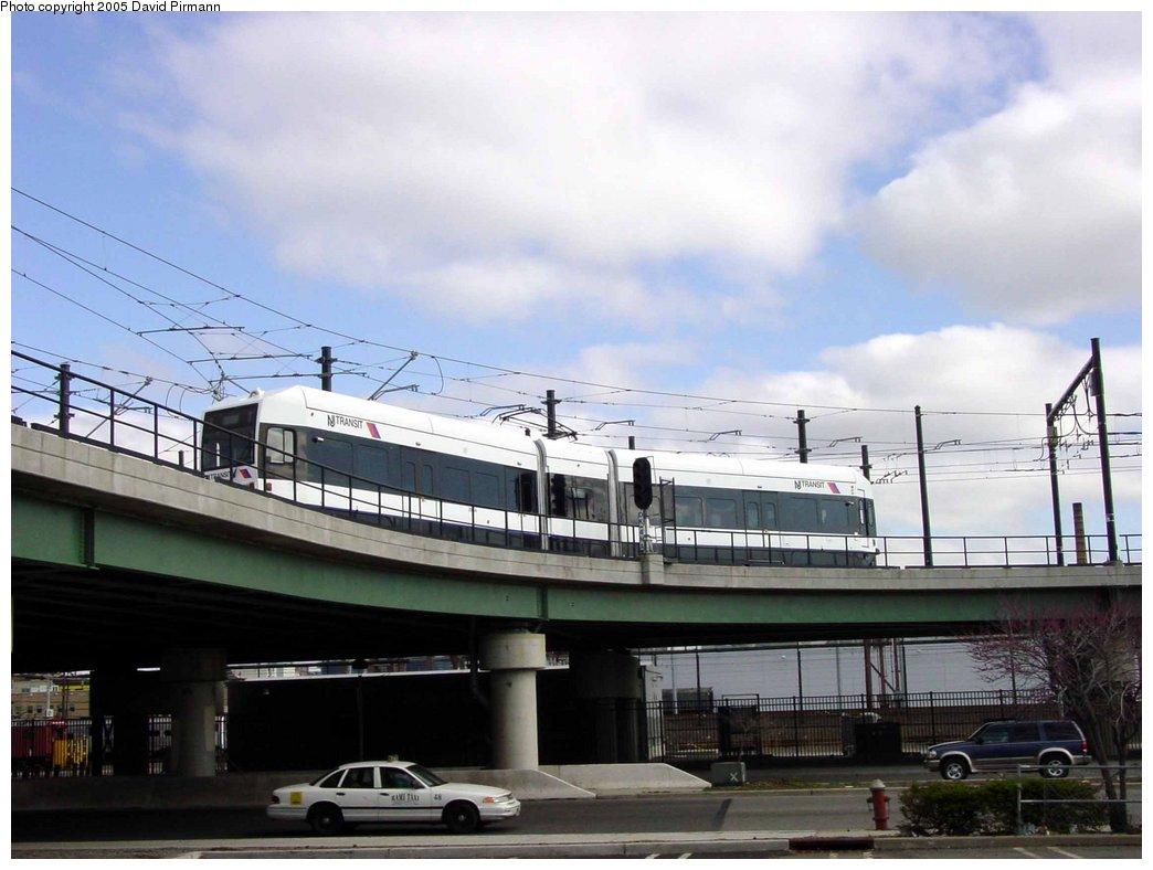 (140k, 1044x788)<br><b>Country:</b> United States<br><b>City:</b> Jersey City, NJ<br><b>System:</b> Hudson Bergen Light Rail<br><b>Location:</b> Between Newport & Hoboken <br><b>Photo by:</b> David Pirmann<br><b>Date:</b> 4/24/2003<br><b>Notes:</b> Heading toward Hoboken Terminal from Newport<br><b>Viewed (this week/total):</b> 1 / 3426