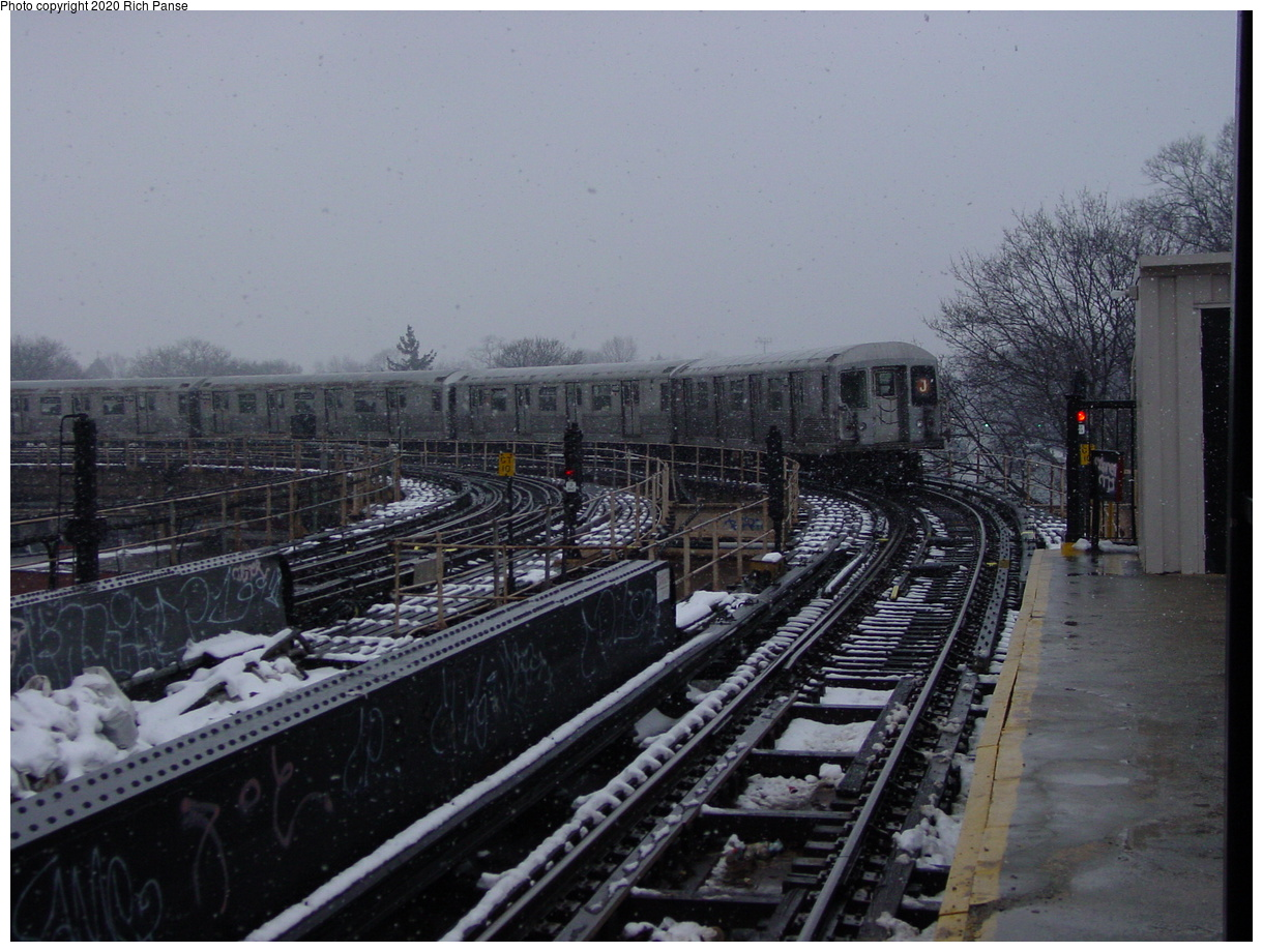 (75k, 820x620)<br><b>Country:</b> United States<br><b>City:</b> New York<br><b>System:</b> New York City Transit<br><b>Line:</b> BMT Nassau Street/Jamaica Line<br><b>Location:</b> Cypress Hills <br><b>Route:</b> J<br><b>Car:</b> R-40M (St. Louis, 1969)   <br><b>Photo by:</b> Richard Panse<br><b>Date:</b> 2/10/2003<br><b>Viewed (this week/total):</b> 0 / 4947