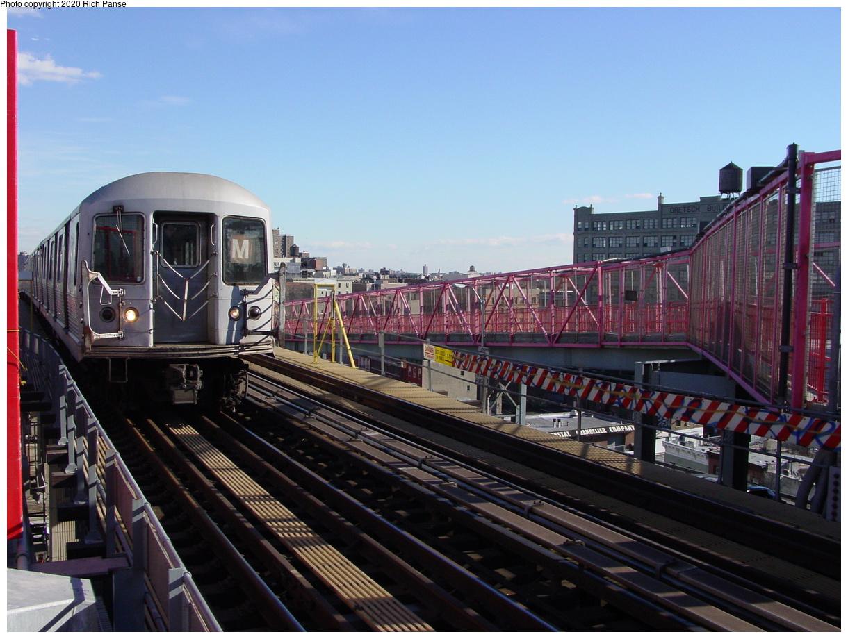 (82k, 820x620)<br><b>Country:</b> United States<br><b>City:</b> New York<br><b>System:</b> New York City Transit<br><b>Line:</b> BMT Nassau Street/Jamaica Line<br><b>Location:</b> Williamsburg Bridge<br><b>Route:</b> M<br><b>Car:</b> R-42 (St. Louis, 1969-1970)   <br><b>Photo by:</b> Richard Panse<br><b>Date:</b> 2/5/2003<br><b>Viewed (this week/total):</b> 0 / 3822
