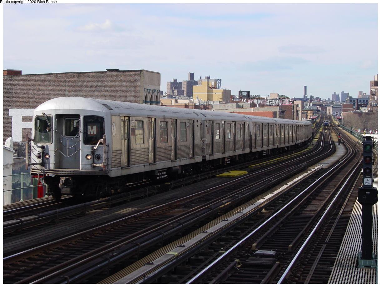 (84k, 820x620)<br><b>Country:</b> United States<br><b>City:</b> New York<br><b>System:</b> New York City Transit<br><b>Line:</b> BMT Nassau Street/Jamaica Line<br><b>Location:</b> Flushing Avenue <br><b>Route:</b> M<br><b>Car:</b> R-42 (St. Louis, 1969-1970)   <br><b>Photo by:</b> Richard Panse<br><b>Date:</b> 2/5/2003<br><b>Viewed (this week/total):</b> 4 / 4321