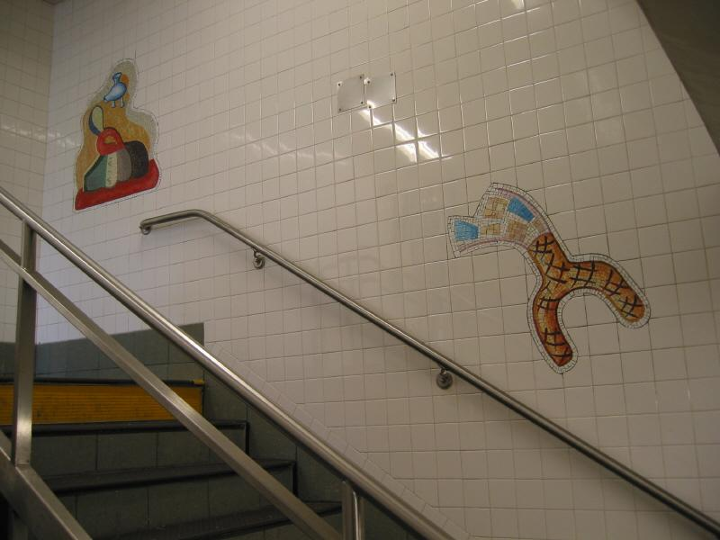 (49k, 800x600)<br><b>Country:</b> United States<br><b>City:</b> New York<br><b>System:</b> New York City Transit<br><b>Line:</b> BMT Broadway Line<br><b>Location:</b> 28th Street <br><b>Photo by:</b> Warren Sze<br><b>Date:</b> 5/31/2003<br><b>Artwork:</b> <i>City Dwellers</i>, Mark Hadjipateras (2002).<br><b>Viewed (this week/total):</b> 8 / 2679