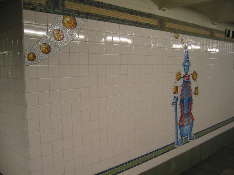 (46k, 800x600)<br><b>Country:</b> United States<br><b>City:</b> New York<br><b>System:</b> New York City Transit<br><b>Line:</b> BMT Broadway Line<br><b>Location:</b> 28th Street <br><b>Photo by:</b> Warren Sze<br><b>Date:</b> 5/31/2003<br><b>Artwork:</b> <i>City Dwellers</i>, Mark Hadjipateras (2002).<br><b>Viewed (this week/total):</b> 0 / 2334