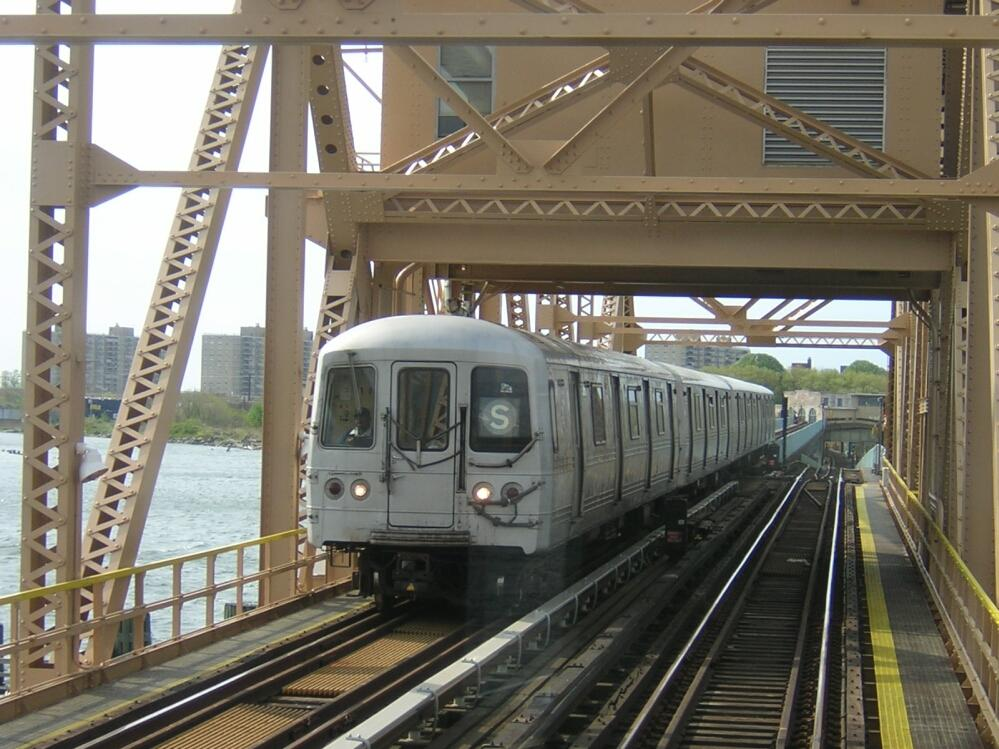 (150k, 999x749)<br><b>Country:</b> United States<br><b>City:</b> New York<br><b>System:</b> New York City Transit<br><b>Line:</b> IND Rockaway<br><b>Location:</b> South Channel Bridge <br><b>Car:</b> R-44 (St. Louis, 1971-73) 5336 <br><b>Photo by:</b> Glenn L. Rowe<br><b>Date:</b> 5/16/2003<br><b>Viewed (this week/total):</b> 0 / 8095