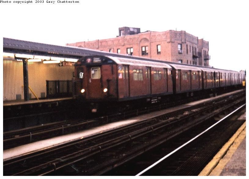 (62k, 815x586)<br><b>Country:</b> United States<br><b>City:</b> New York<br><b>System:</b> New York City Transit<br><b>Line:</b> IRT Flushing Line<br><b>Location:</b> 52nd Street/Lincoln Avenue <br><b>Route:</b> 7<br><b>Car:</b> R-36 World's Fair (St. Louis, 1963-64) 9761 <br><b>Photo by:</b> Gary Chatterton<br><b>Date:</b> 6/10/2003<br><b>Viewed (this week/total):</b> 0 / 3965