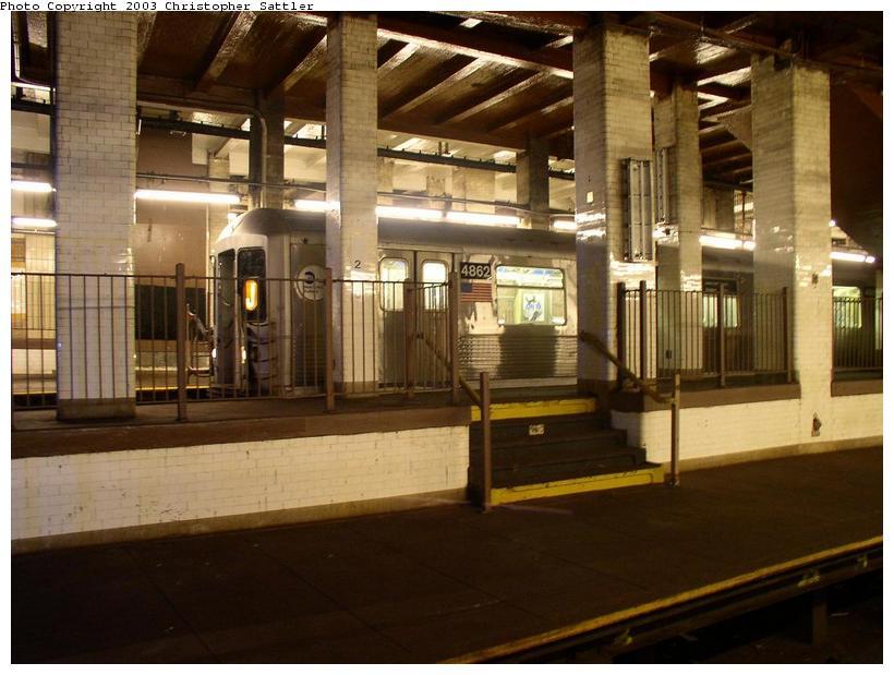 (77k, 820x619)<br><b>Country:</b> United States<br><b>City:</b> New York<br><b>System:</b> New York City Transit<br><b>Line:</b> BMT Nassau Street/Jamaica Line<br><b>Location:</b> Chambers Street <br><b>Car:</b> R-42 (St. Louis, 1969-1970)  4862 <br><b>Photo by:</b> Christopher Sattler<br><b>Date:</b> 6/28/2003<br><b>Viewed (this week/total):</b> 3 / 12163