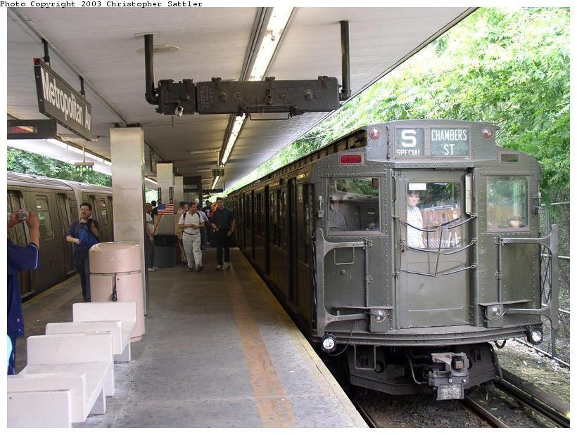 (98k, 820x619)<br><b>Country:</b> United States<br><b>City:</b> New York<br><b>System:</b> New York City Transit<br><b>Line:</b> BMT Myrtle Avenue Line<br><b>Location:</b> Metropolitan Avenue <br><b>Route:</b> Fan Trip<br><b>Car:</b> R-4 (American Car & Foundry, 1932-1933) 484 <br><b>Photo by:</b> Christopher Sattler<br><b>Date:</b> 6/28/2003<br><b>Viewed (this week/total):</b> 2 / 5204