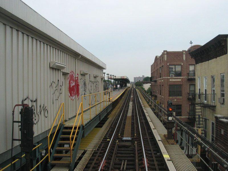 (99k, 800x600)<br><b>Country:</b> United States<br><b>City:</b> New York<br><b>System:</b> New York City Transit<br><b>Line:</b> BMT Nassau Street/Jamaica Line<br><b>Location:</b> Van Siclen Avenue <br><b>Photo by:</b> Robert Pastore<br><b>Date:</b> 4/27/2003<br><b>Viewed (this week/total):</b> 1 / 3925