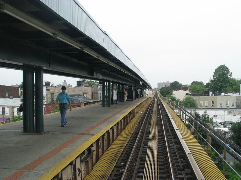 (101k, 800x600)<br><b>Country:</b> United States<br><b>City:</b> New York<br><b>System:</b> New York City Transit<br><b>Line:</b> BMT Nassau Street/Jamaica Line<br><b>Location:</b> Van Siclen Avenue <br><b>Photo by:</b> Robert Pastore<br><b>Date:</b> 4/27/2003<br><b>Viewed (this week/total):</b> 0 / 3566
