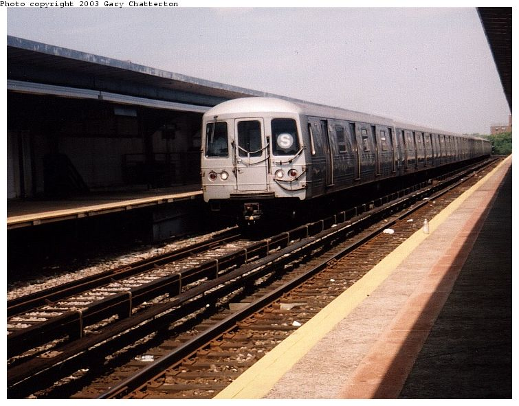 (90k, 755x591)<br><b>Country:</b> United States<br><b>City:</b> New York<br><b>System:</b> New York City Transit<br><b>Line:</b> IND Rockaway<br><b>Location:</b> Beach 90th Street/Holland <br><b>Route:</b> S<br><b>Car:</b> R-44 (St. Louis, 1971-73) 5264 <br><b>Photo by:</b> Gary Chatterton<br><b>Date:</b> 6/28/2003<br><b>Viewed (this week/total):</b> 1 / 4384