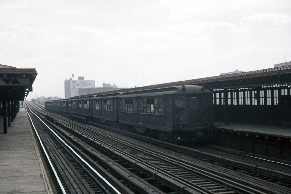 (368k, 1024x683)<br><b>Country:</b> United States<br><b>City:</b> New York<br><b>System:</b> New York City Transit<br><b>Line:</b> IRT Woodlawn Line<br><b>Location:</b> Mt. Eden Avenue <br><b>Car:</b> Low-V  <br><b>Photo by:</b> Ed Davis, Sr.<br><b>Collection of:</b> David Pirmann<br><b>Viewed (this week/total):</b> 2 / 3021