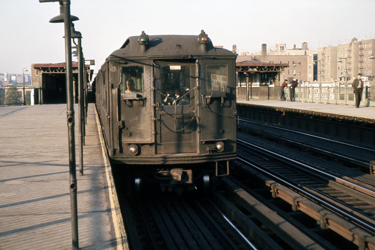 (351k, 1024x683)<br><b>Country:</b> United States<br><b>City:</b> New York<br><b>System:</b> New York City Transit<br><b>Line:</b> IRT Woodlawn Line<br><b>Location:</b> 161st Street/River Avenue (Yankee Stadium) <br><b>Car:</b> Low-V  <br><b>Photo by:</b> Ed Davis, Sr.<br><b>Collection of:</b> David Pirmann<br><b>Viewed (this week/total):</b> 0 / 4110