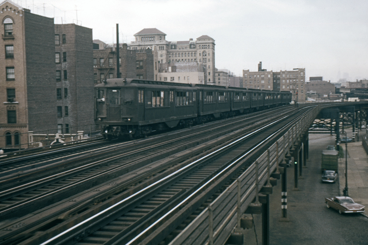 (321k, 1024x683)<br><b>Country:</b> United States<br><b>City:</b> New York<br><b>System:</b> New York City Transit<br><b>Line:</b> IRT Woodlawn Line<br><b>Location:</b> 170th Street <br><b>Car:</b> Low-V  <br><b>Photo by:</b> Ed Davis, Sr.<br><b>Collection of:</b> David Pirmann<br><b>Date:</b> 9/1962<br><b>Viewed (this week/total):</b> 1 / 3271