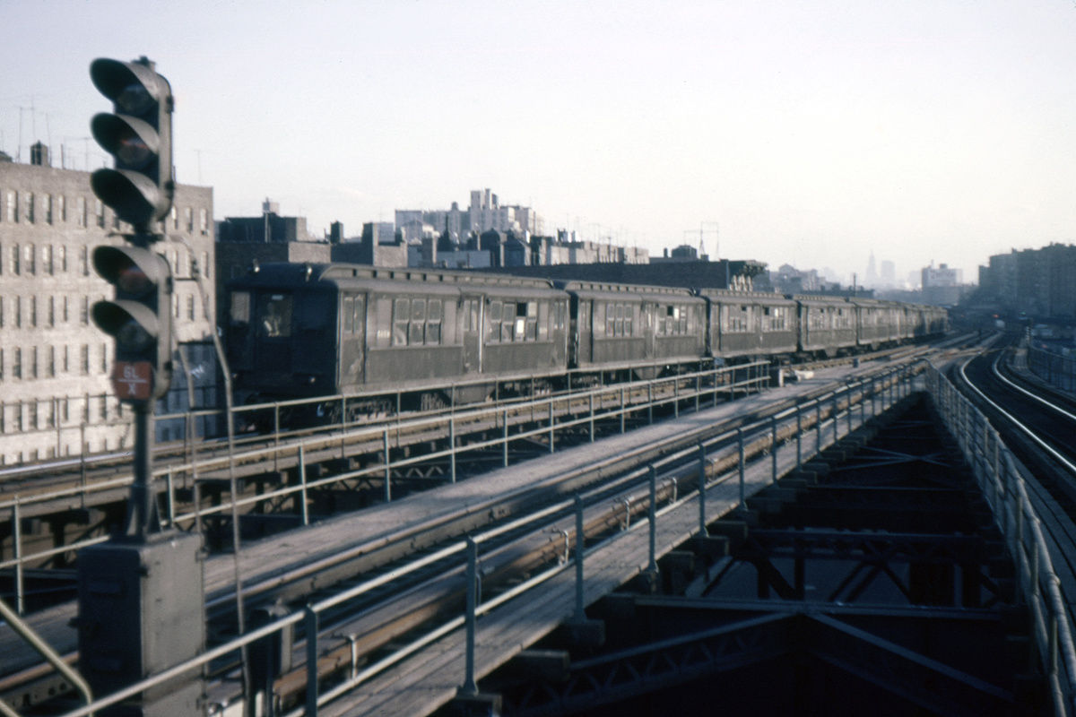 (276k, 1024x682)<br><b>Country:</b> United States<br><b>City:</b> New York<br><b>System:</b> New York City Transit<br><b>Line:</b> IRT Woodlawn Line<br><b>Location:</b> Burnside Avenue <br><b>Car:</b> Low-V  <br><b>Photo by:</b> Ed Davis, Sr.<br><b>Collection of:</b> David Pirmann<br><b>Date:</b> 4/1962<br><b>Viewed (this week/total):</b> 0 / 3924