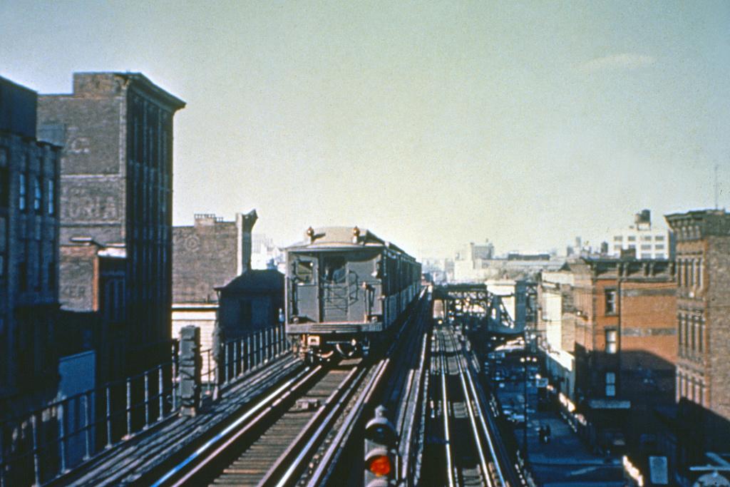 (368k, 1044x706)<br><b>Country:</b> United States<br><b>City:</b> New York<br><b>System:</b> New York City Transit<br><b>Line:</b> 3rd Avenue El<br><b>Location:</b> 125th Street <br><b>Photo by:</b> Joseph Frank<br><b>Collection of:</b> David Pirmann<br><b>Date:</b> 1954<br><b>Notes:</b> Looking north from 125th St. upper level express platforms as a downtown Q-type express train approaches<br><b>Viewed (this week/total):</b> 6 / 6514