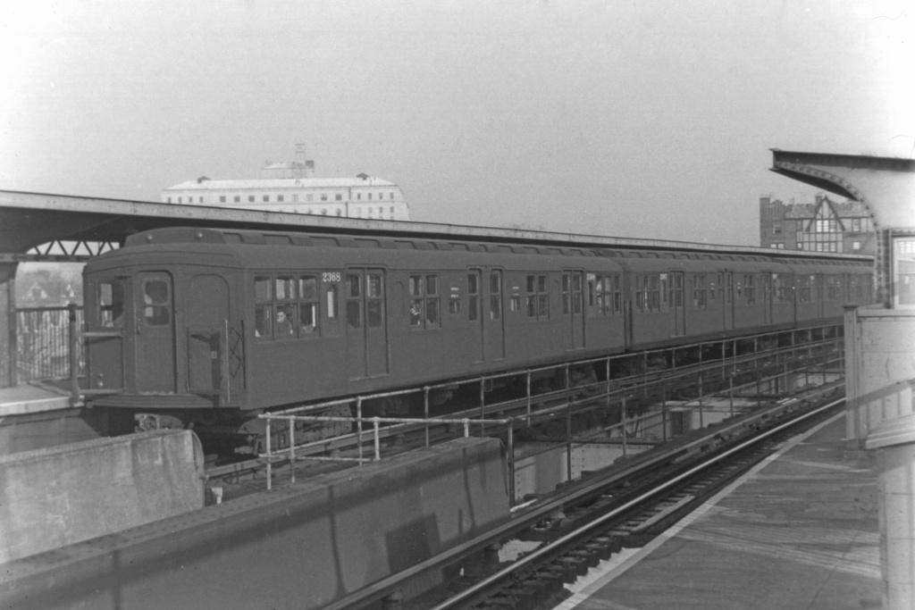 (183k, 1024x683)<br><b>Country:</b> United States<br><b>City:</b> New York<br><b>System:</b> New York City Transit<br><b>Line:</b> BMT Nassau Street/Jamaica Line<br><b>Location:</b> Queens Boulevard (Demolished) <br><b>Car:</b> BMT A/B-Type Standard 2368 <br><b>Collection of:</b> David Pirmann<br><b>Viewed (this week/total):</b> 3 / 4578