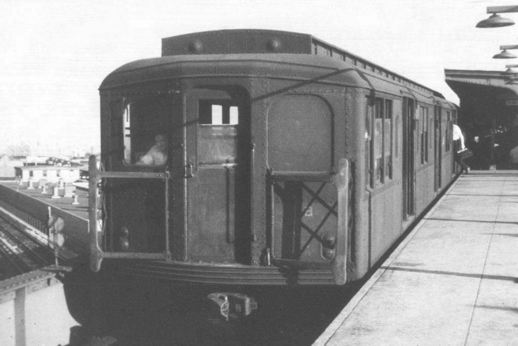(281k, 1044x708)<br><b>Country:</b> United States<br><b>City:</b> New York<br><b>System:</b> New York City Transit<br><b>Line:</b> BMT Canarsie Line<br><b>Location:</b> Broadway Junction <br><b>Car:</b> BMT A/B-Type Standard  <br><b>Collection of:</b> David Pirmann<br><b>Viewed (this week/total):</b> 0 / 2712