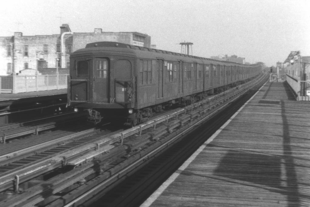 (201k, 1024x683)<br><b>Country:</b> United States<br><b>City:</b> New York<br><b>System:</b> New York City Transit<br><b>Line:</b> BMT Astoria Line<br><b>Location:</b> 39th/Beebe Aves. <br><b>Car:</b> BMT A/B-Type Standard  <br><b>Collection of:</b> David Pirmann<br><b>Viewed (this week/total):</b> 1 / 3288
