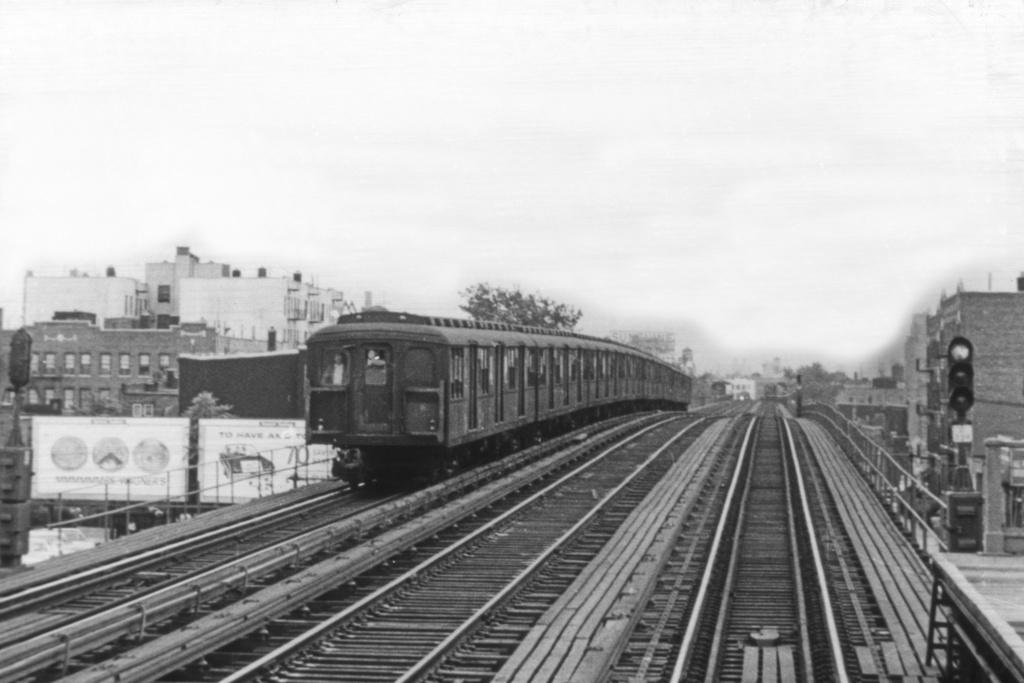 (298k, 1044x705)<br><b>Country:</b> United States<br><b>City:</b> New York<br><b>System:</b> New York City Transit<br><b>Line:</b> BMT Astoria Line<br><b>Location:</b> Broadway <br><b>Car:</b> BMT A/B-Type Standard  <br><b>Collection of:</b> David Pirmann<br><b>Viewed (this week/total):</b> 0 / 3473