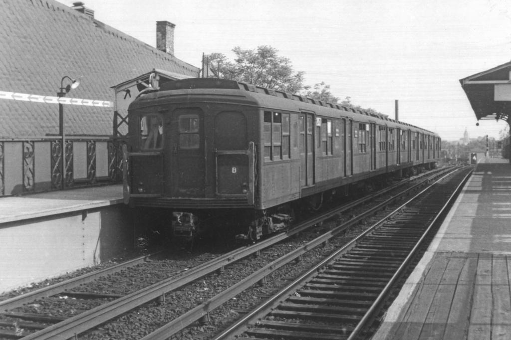 (310k, 1044x706)<br><b>Country:</b> United States<br><b>City:</b> New York<br><b>System:</b> New York City Transit<br><b>Line:</b> BMT Franklin<br><b>Location:</b> Dean Street <br><b>Car:</b> BMT A/B-Type Standard 2057 <br><b>Collection of:</b> David Pirmann<br><b>Viewed (this week/total):</b> 1 / 3476