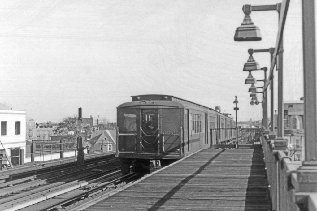 (211k, 1024x682)<br><b>Country:</b> United States<br><b>City:</b> New York<br><b>System:</b> New York City Transit<br><b>Line:</b> BMT Culver Line<br><b>Location:</b> Fort Hamilton Parkway <br><b>Car:</b> BMT-SIRT  <br><b>Collection of:</b> David Pirmann<br><b>Viewed (this week/total):</b> 4 / 4151