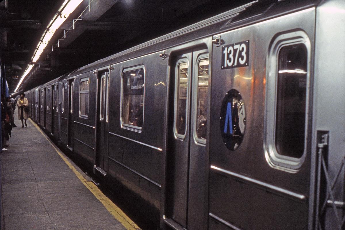 (414k, 1024x683)<br><b>Country:</b> United States<br><b>City:</b> New York<br><b>System:</b> New York City Transit<br><b>Line:</b> IRT East Side Line<br><b>Location:</b> Grand Central <br><b>Route:</b> 4<br><b>Car:</b> R-62 (Kawasaki, 1983-1985)  1373 <br><b>Photo by:</b> Steve Hoskins<br><b>Collection of:</b> David Pirmann<br><b>Date:</b> 10/28/1984<br><b>Viewed (this week/total):</b> 2 / 8678