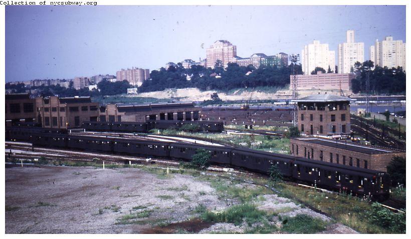 (82k, 820x477)<br><b>Country:</b> United States<br><b>City:</b> New York<br><b>System:</b> New York City Transit<br><b>Location:</b> 207th Street Yard<br><b>Collection of:</b> Steve Hoskins<br><b>Date:</b> 8/1955<br><b>Viewed (this week/total):</b> 0 / 2494
