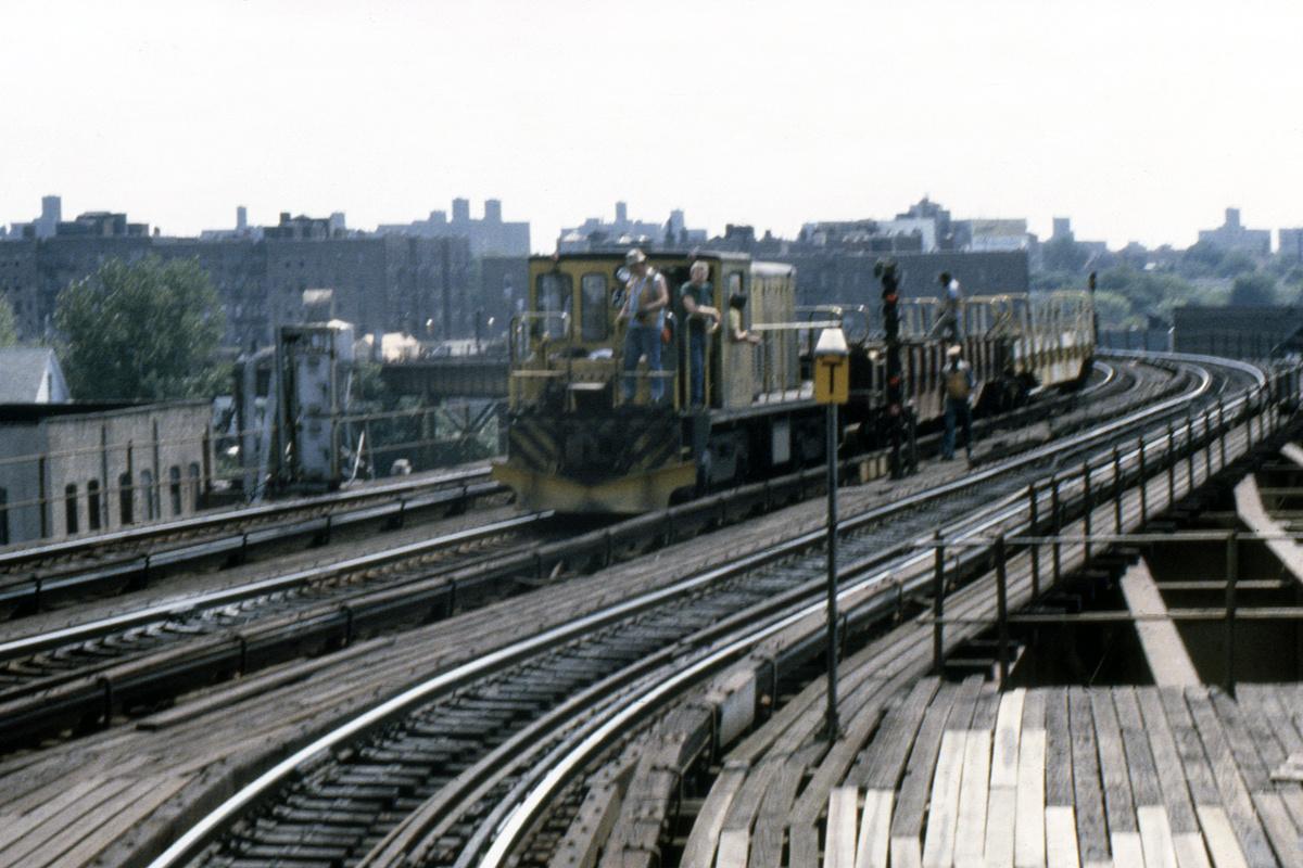 (464k, 1044x712)<br><b>Country:</b> United States<br><b>City:</b> New York<br><b>System:</b> New York City Transit<br><b>Line:</b> IRT White Plains Road Line<br><b>Location:</b> West Farms Sq./East Tremont Ave./177th St. <br><b>Car:</b> R-43 Locomotive  60 <br><b>Photo by:</b> Steve Hoskins<br><b>Collection of:</b> David Pirmann<br><b>Date:</b> 8/1979<br><b>Viewed (this week/total):</b> 0 / 5393