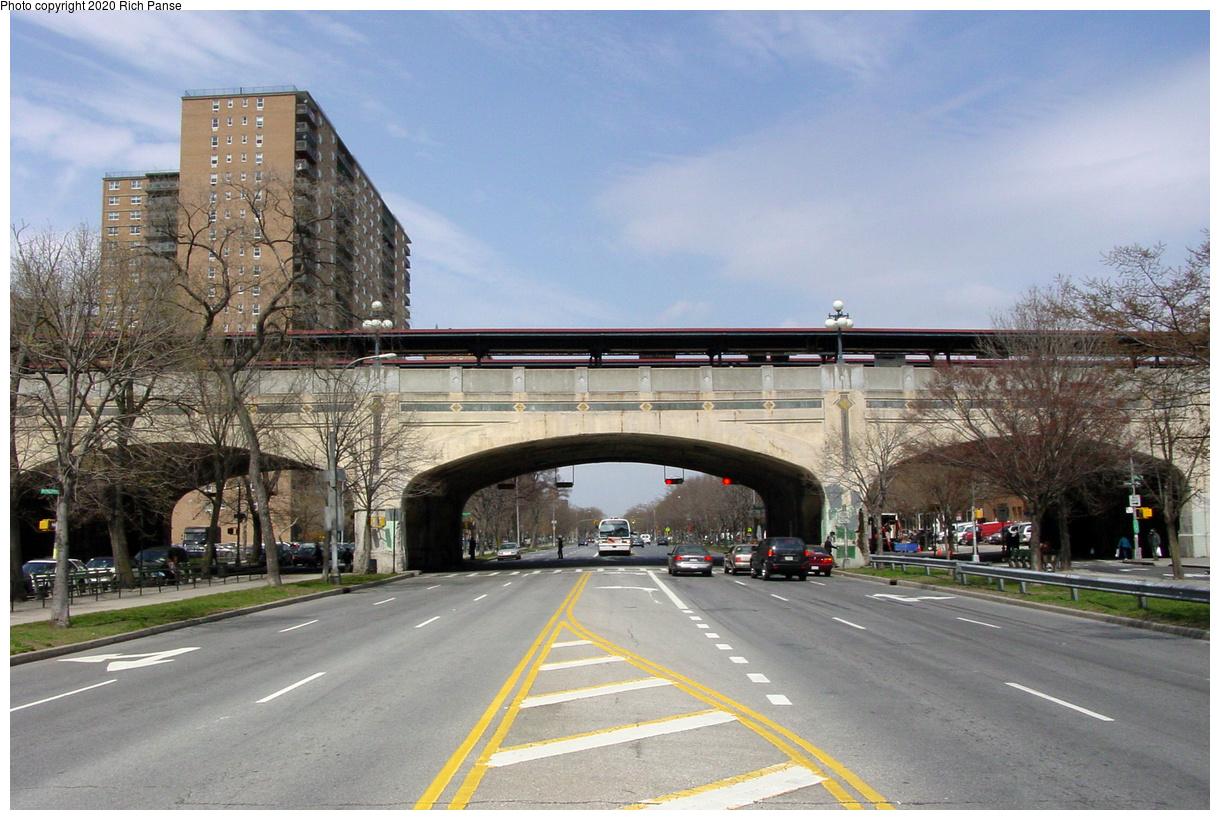 (74k, 820x620)<br><b>Country:</b> United States<br><b>City:</b> New York<br><b>System:</b> New York City Transit<br><b>Line:</b> BMT Brighton Line<br><b>Location:</b> Ocean Parkway <br><b>Photo by:</b> Richard Panse<br><b>Date:</b> 4/9/2002<br><b>Viewed (this week/total):</b> 2 / 5374